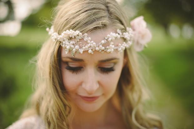 bride-hair-down-pearl-weave-headband-boho-style