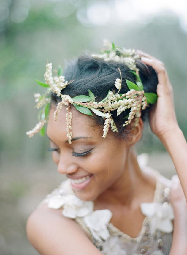 fresh-flowers-wheat-strands-wedding-hair