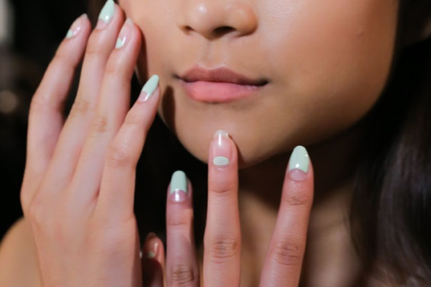 gallery_big_charlotte_ronson_spring_2015_nail_trends