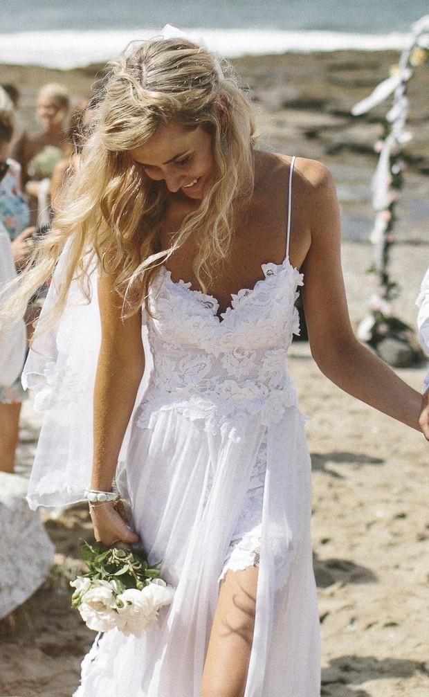 20 Breathtaking Beach & Destination Wedding Dresses | weddingsonline
