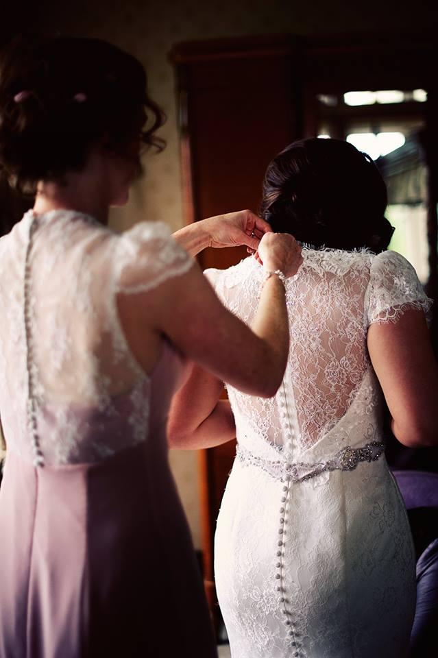 diseñador-vestido-de-novia-irlandés-con-encaje-en-la-espalda