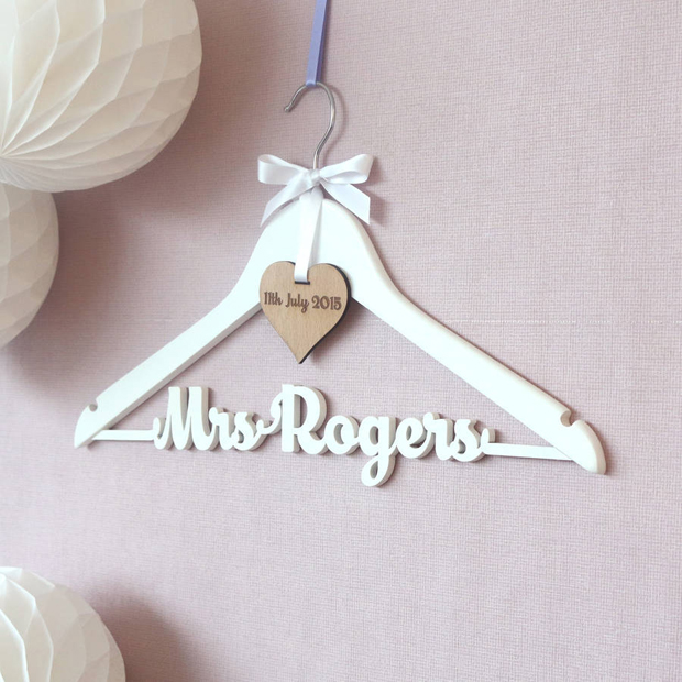 18 gorgeous wooden wedding keepsakes weddingsonline for Wedding dress hanger amazon