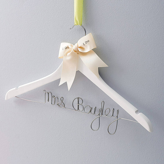 18 gorgeous wooden wedding keepsakes weddingsonline for Personalised wedding dress hanger