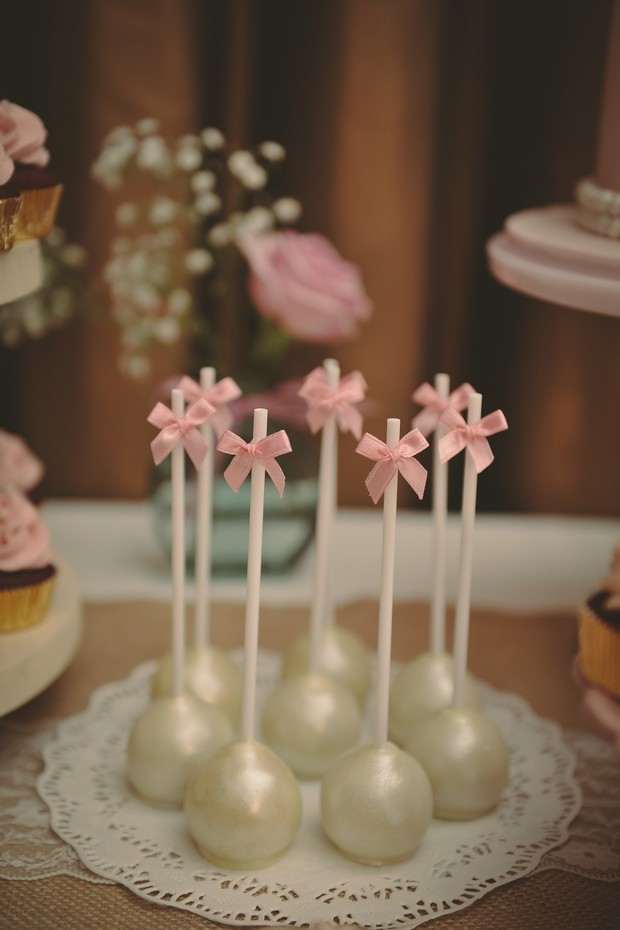 romantic-pink-pearl-white-wedding-dessert-table-cake-pops (1)