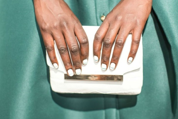 spring-bride-nail-ideas-white-gold-modern-manicure (2)