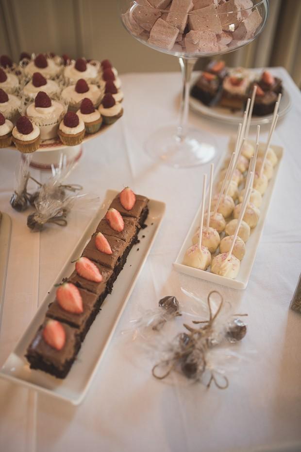 wedding-dessert-table-mini-personal-cakes- (5)