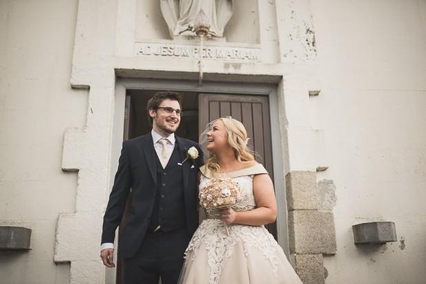 wedding-guess-outside-church (3)