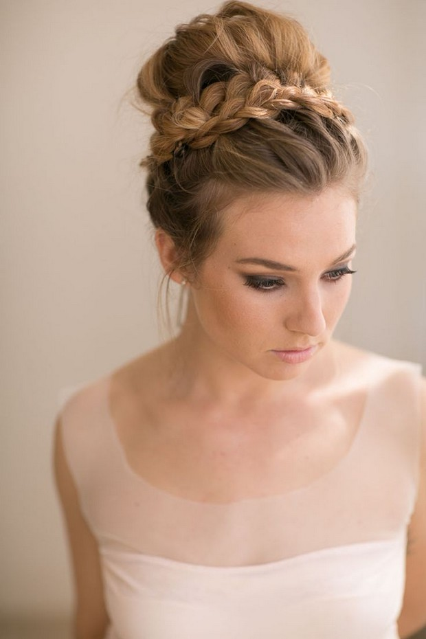 Wedding hairstyle for summer