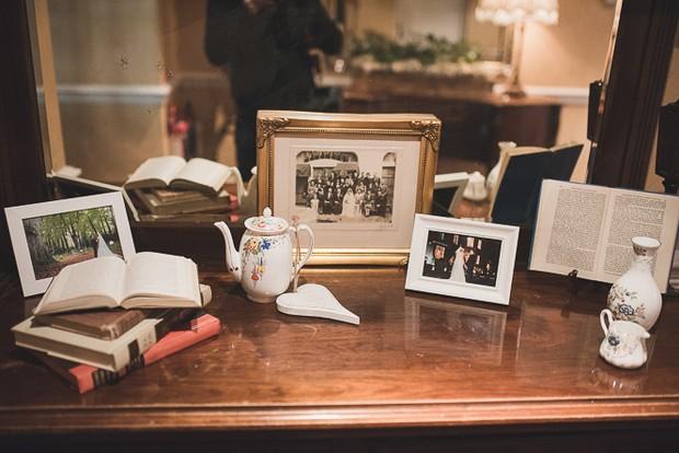 wedding-photo-display-table-frames-vintage