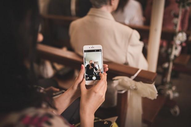 wedding-photographer-iphone-selfie
