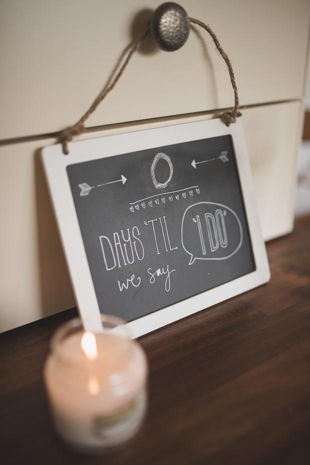 wedding-signs-days-til-i-do-chalkboard