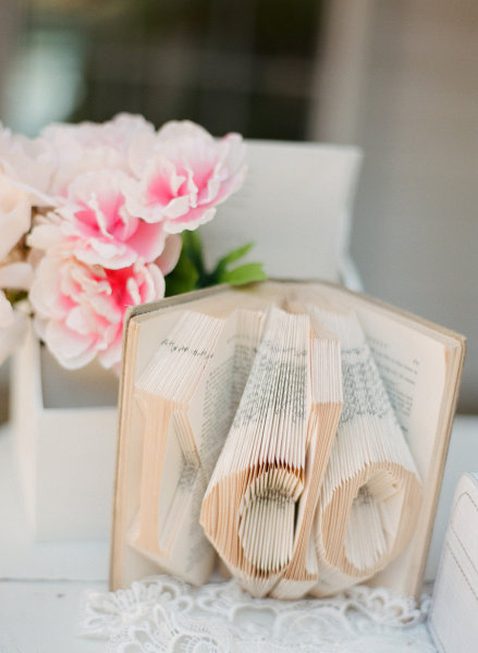 book-centerpiece-idea