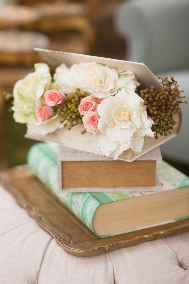 wedding-centerpiece-ideas-vintage-books-rustic-diy