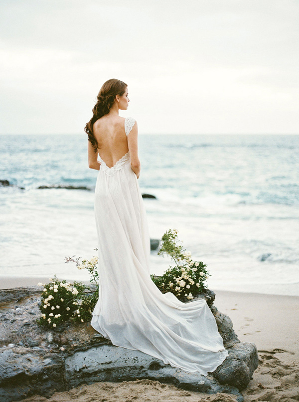 Ruffled - photo by http://www.aprylann.com/ - http://ruffledblog.com/coastal-bride-wedding-editorial
