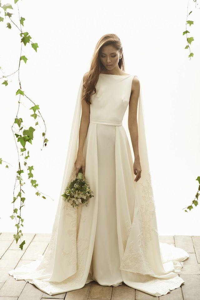 Vestido de novia con capa de Vania Romoff