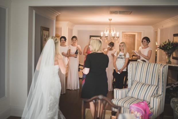 bride-getting-ready-wedding-morning (3)
