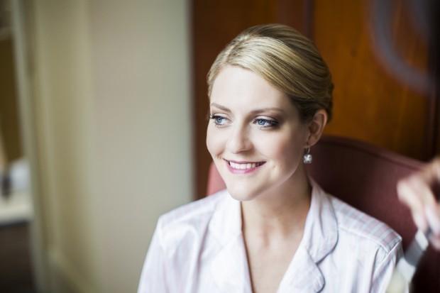 bride-having-make-up-done (2)