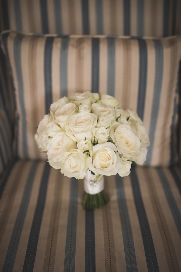 cream-roses-wedding-bouquet-classic