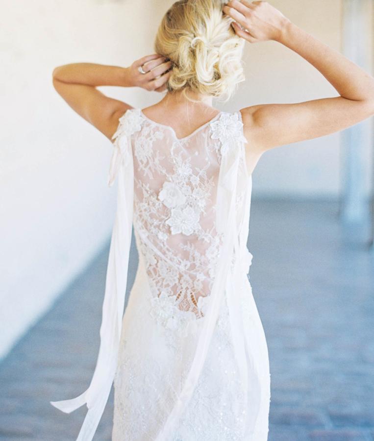 vestido-de-novia-con-detalle-espalda-floral-encaje-claire-pettibone-smp