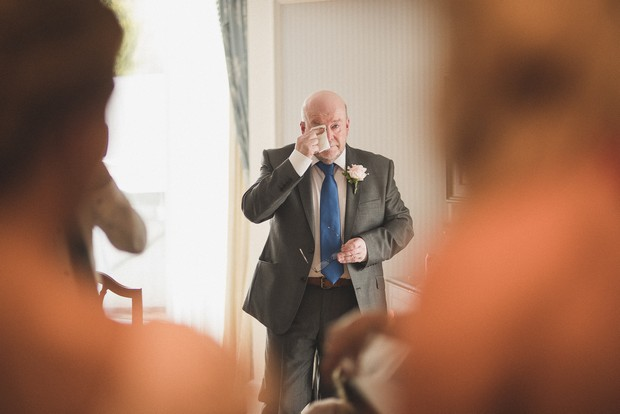 father-of-the-bride-first-look-photo-emotional (1)