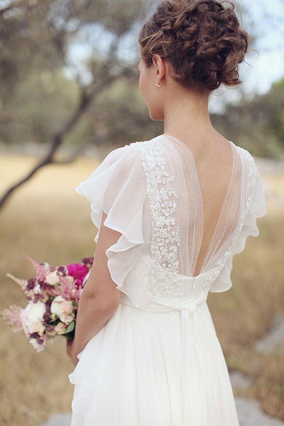 Statement back wedding dresses for Backless wedding dresses online