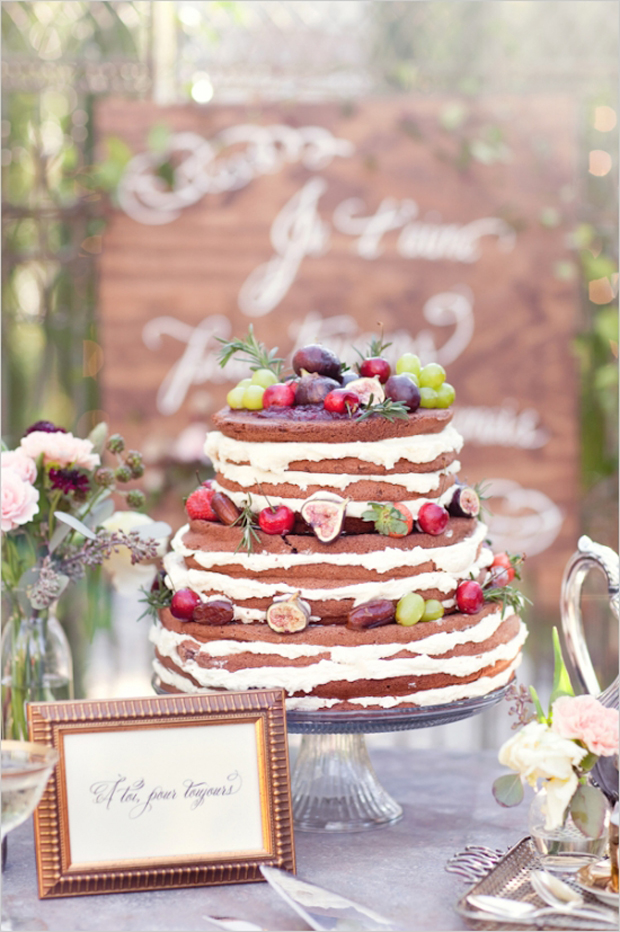 rustic-wedding-cake-fresh-fruit