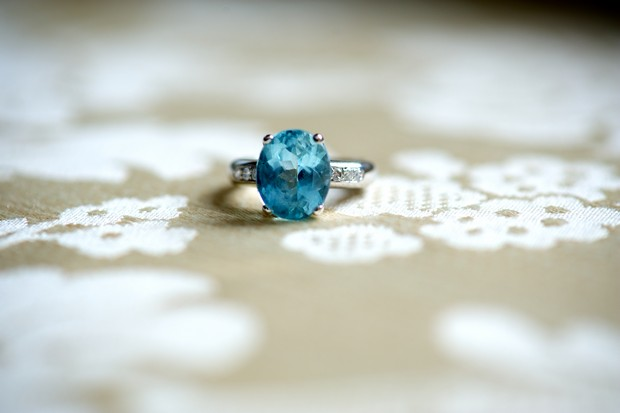 vintage-style-engagement-rings-blue-sapphire-round