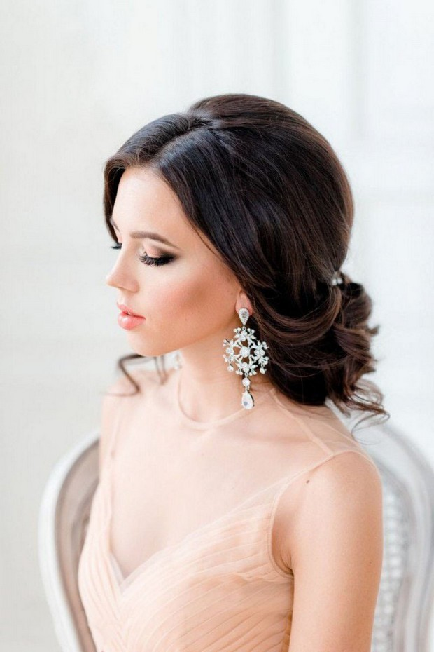 vintage-style-side=swept-wedding-up-do