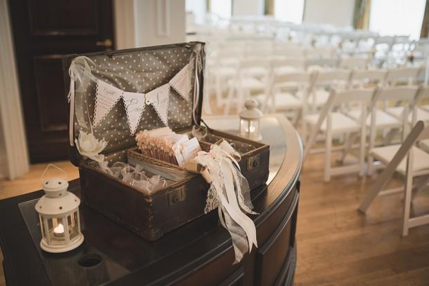 wedding-ceremony-booklet-display-case-vintage-suitcase (2)