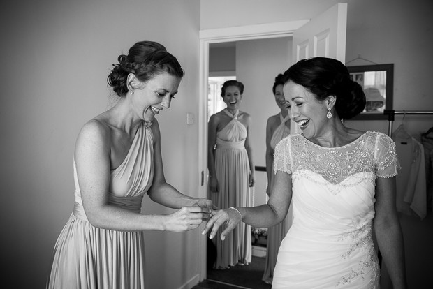 1-getting-ready-wedding-morning-bride-house (4)