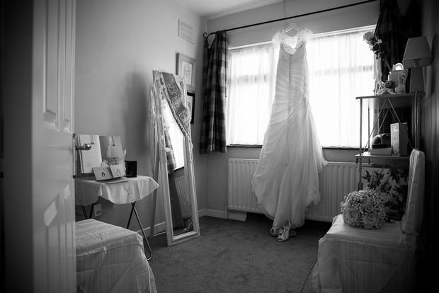 2-getting-ready-morning-wedding (2)
