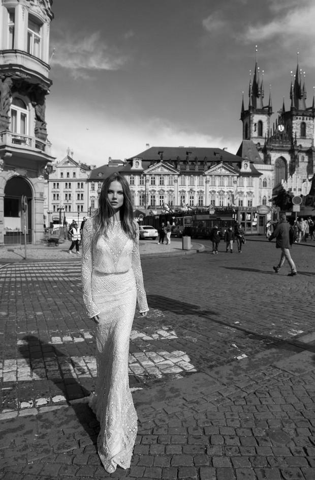 Berta-Bridal-Fall-2015-vestido-de-novia-con-cuentas-sueltas-mangas-largas