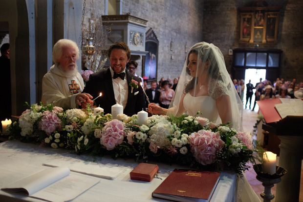 lisa-cannon-richard-keatley-wedding-ceremony-florence-lighting-candle
