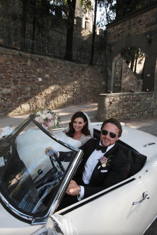 lisa-cannon-richard-keatley-wedding-driving-car