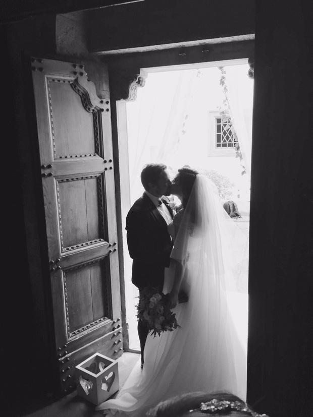 lisa-cannon-richard-keatley-wedding-outside-church