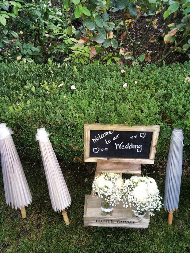 lisa-cannon-wedding-umbrellas-welcome-to-our-wededding-sign