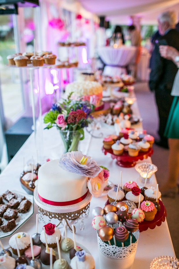 wedding-cake-dessert-table-cake-pops (2)