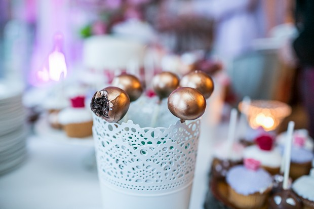 wedding-cake-dessert-table-cake-pops (3)