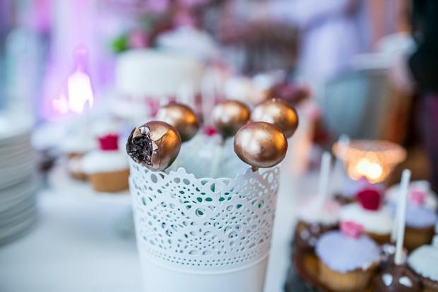 wedding-cake-dessert-table-cake-pops (3)