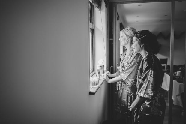 10-bridesmaids-waiting-on-wedding-transport