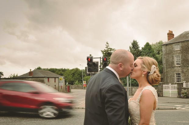 16-spontaneous-kissing-wedding-photo-bride-groom