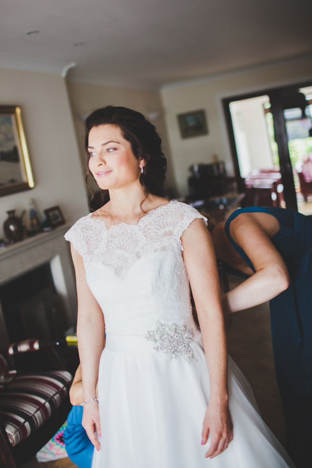 16_bridesmaids_dressing_the_bride