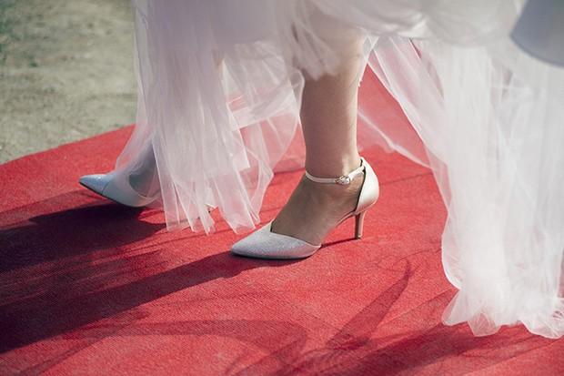 25-white-wedding-shoes-on-red-carpet