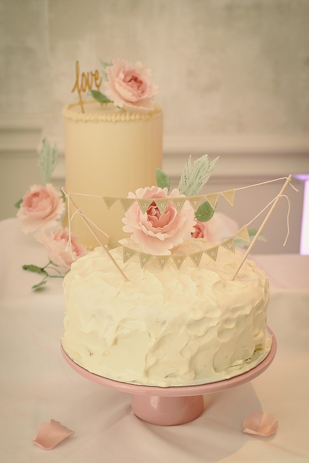 31-blush-wedding-cakes-romantic-vintage-style-word-topper (2)