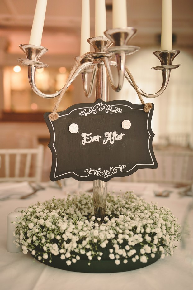 34-babys-breath-wedding-centerpiece-rustic-sign
