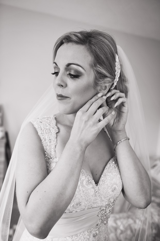 7-bridal-portrait-black-and-white-photography