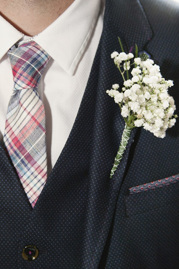 8-babys-breath-wedding-boutonniere
