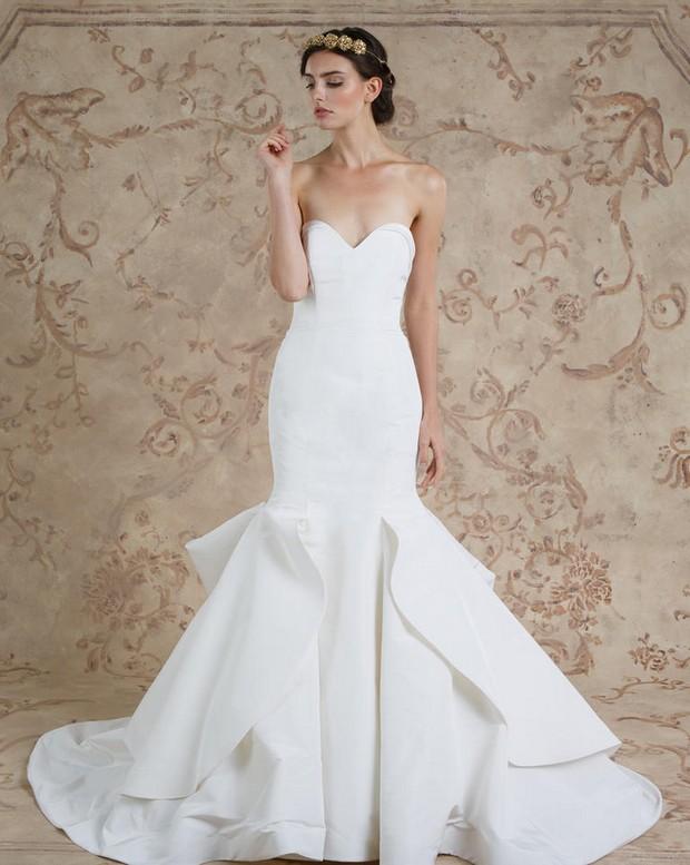 28 Breathtaking Winter Wedding Dresses for 2016   weddingsonline