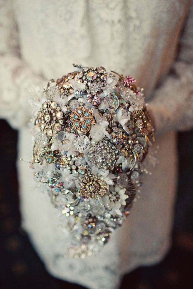 colourful-vintage-inspired-brooch-bouquet
