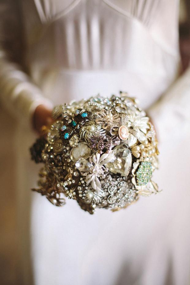 elegant-vintage-brooch-bouquet